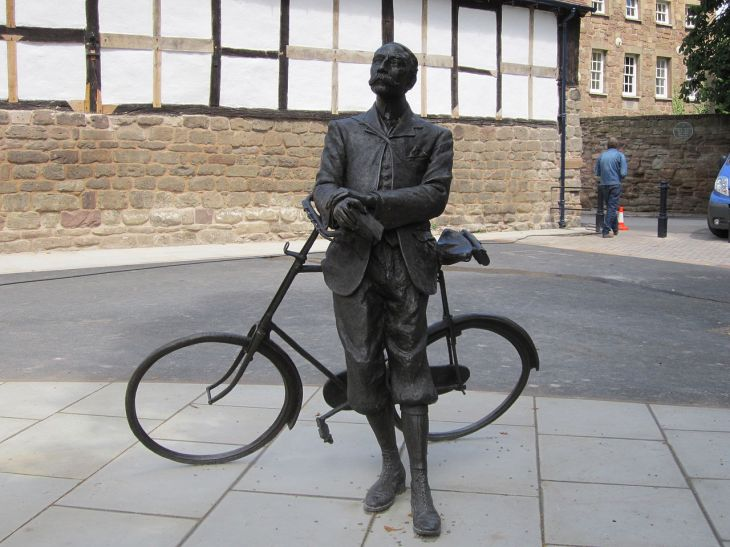 Statue of Edward Elgar in Hereford